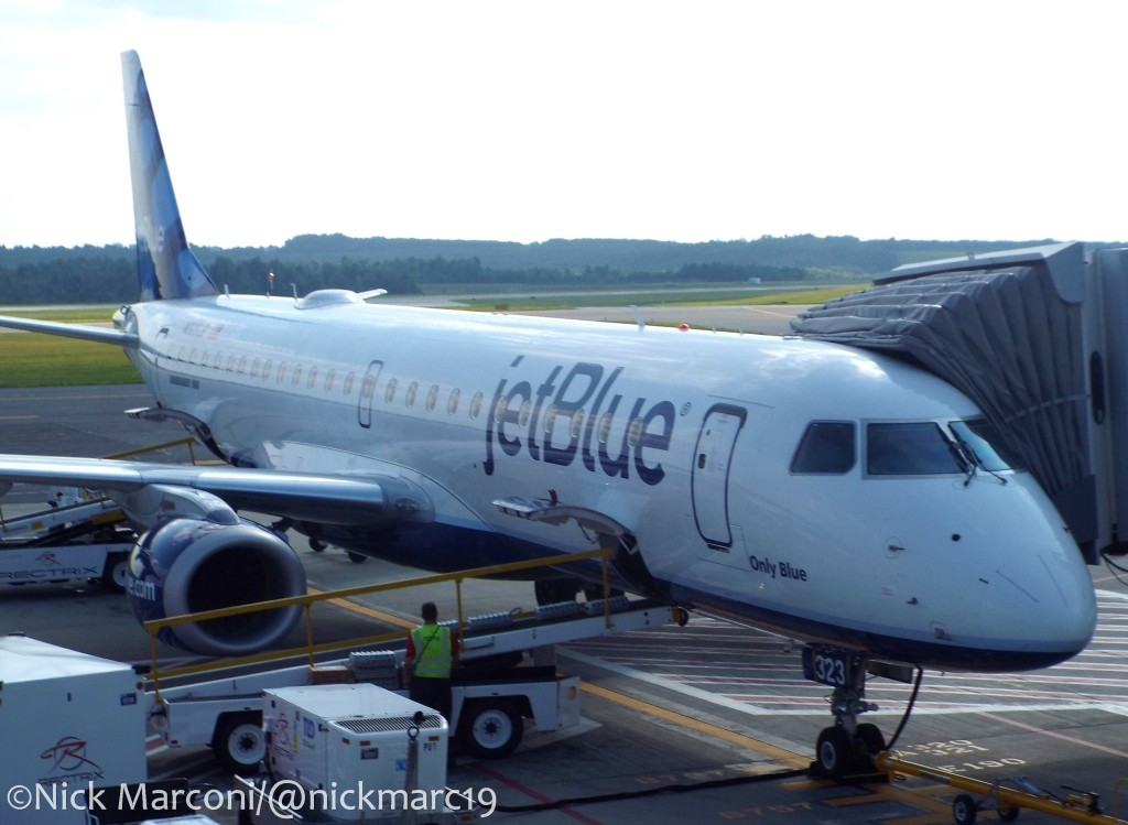 JetBlue E190 at gate 2 in Worcester